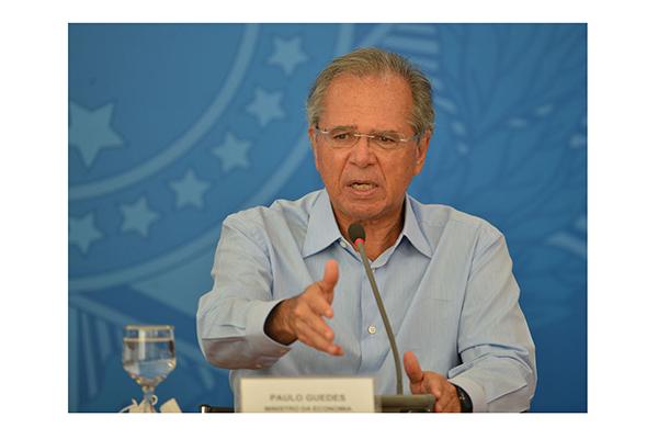 Paulo Guedes diz que o presidente que manter os atuais programas