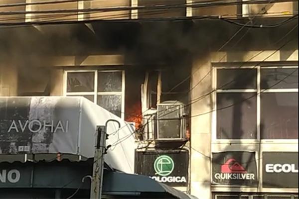Incêndio atingiu andar onde funciona o estoque da loja