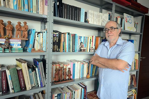 Em 80 páginas, o autor Biaggio Talento relata como Dom Nivaldo passou a ser vigiado na ditadura