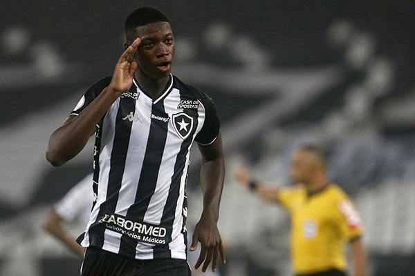 O jovem Babi é a grande revelação do Botafogo até o momento