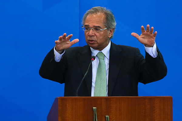 """Paulo Guedes afirmou que a economia continua se recuperando em """"V"""""""