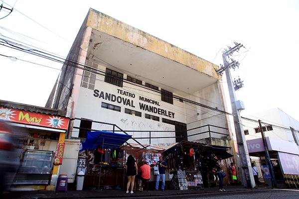 O teatro Sandoval Wanderley foi inaugurado em 1992 e sempre enfrentou problemas estruturais em sua trajetória