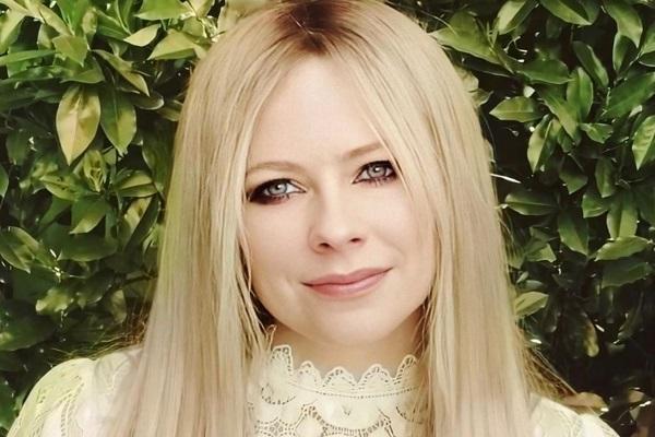 Cantora Avril Lavigne fará live beneficente para arrecadar fundos para as pessoas com doença de Lyme