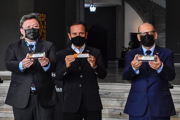 Xing Han, do Laboratório Sinovac, e João Doria apresentam estudo sobre o imunizante