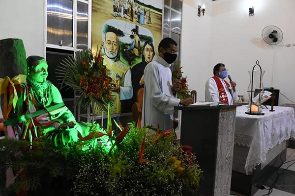 Padre Murilo celebrou missa de abertura das festas dos Santos Mártires nesta quinta-feira (24)
