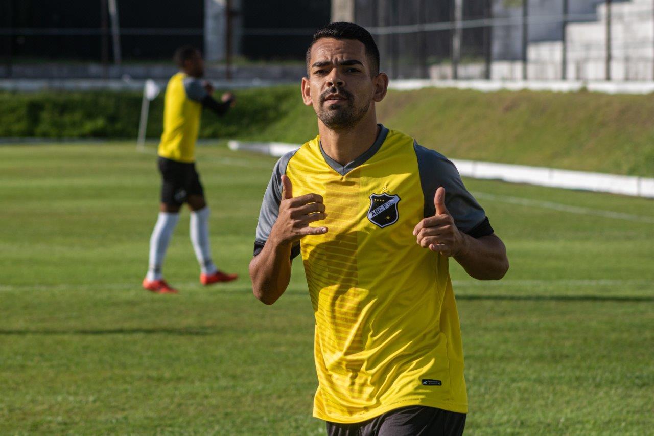 Jaílson, camisa 8 do Alvinegro, já marcou 12 gols na temporada em 25 partidas
