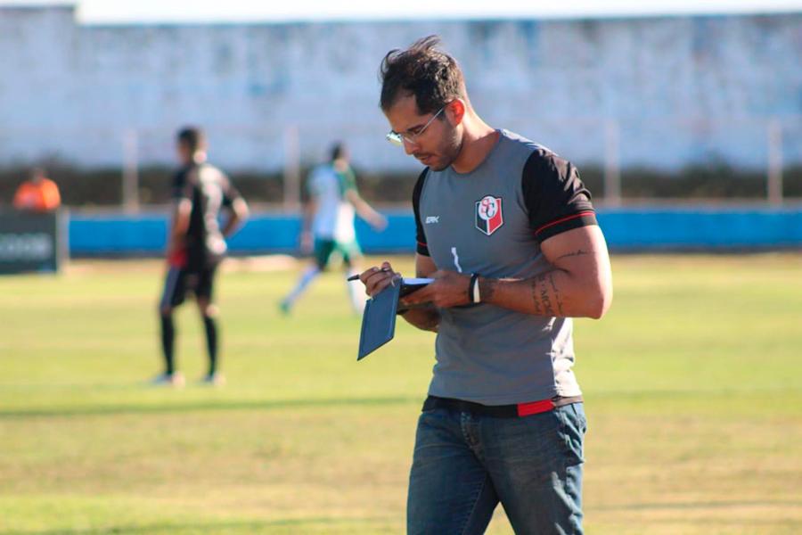 Eugênio Gomes é membro fixo da comissão técnica do elenco profissional do Santa Cruz desde 2018