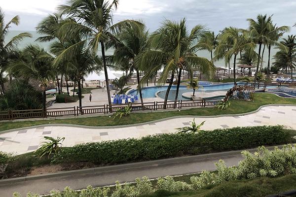 Na Via Costeira de Natal, hotéis que antes da pandemia eram ocupados por turistas hoje estão vazios