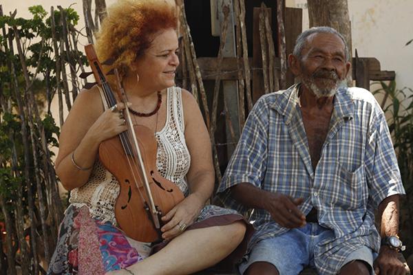 A compositora e rabequeira Tiquinha Rodrigues e o coquista Mestre Severino