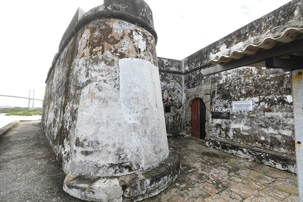 Fechado desde dezembro de 2018 à visitação pública, Fortaleza dos Reis Magos sucumbe diante do abandono e de obra inacabada