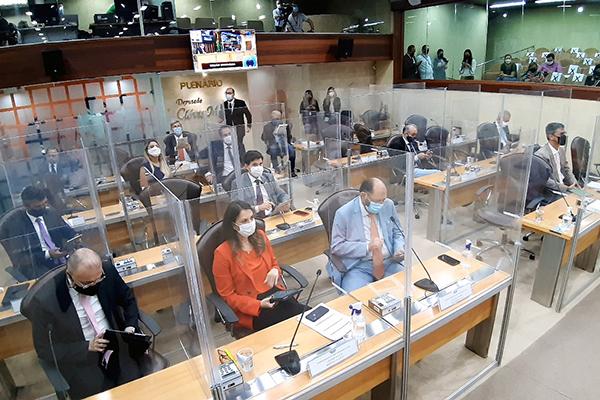 Deputados estaduais participam da sessão de promulgação da reforma da Previdência