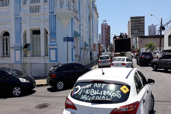 Motoristas de aplicativo fizeram protesto na manhã desta quarta-feira