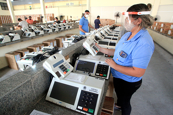 Secretaria de Tecnologia da Informação do TRE/RN atua na manutenção dos equipamentos que serão enviados aos locais de votação em todo o Rio Grande do Norte