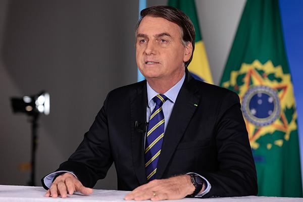 Jair Bolsonaro editou a medida provisória que define novas regras para o licenciamento