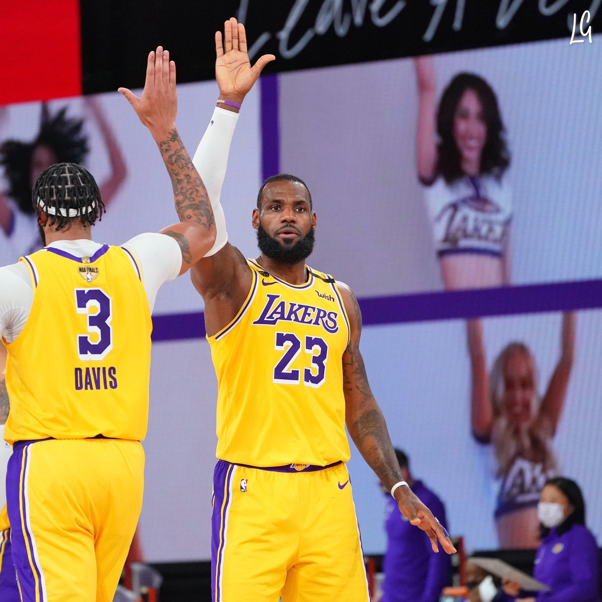 LeBron James em ação na partida contra o Heat