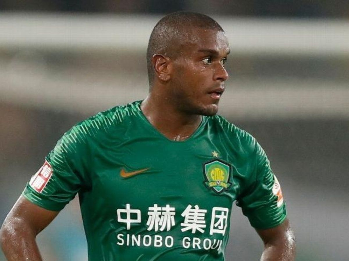 Fernando joga no futebol chinês