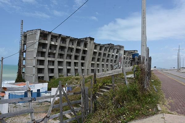 Hotel da BRA, como ficou conhecida a obra inacabada na Via Costeira de Natal, consumiu cerca de R$ 50 milhões em sua construção até ser embargado pela Justiça, um símbolo da insegurança jurídica