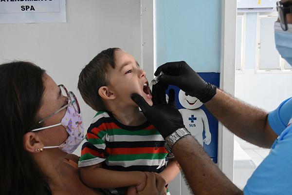 Em Natal, as 63 salas de vacinação do município foram abertas neste sábado para a multivacinação