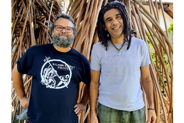 O músico e produtor Anderson Foca e o cantor Pedrinho Mendes celebram a nova parceria