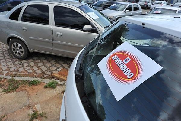 Carros que serão vendidos foram apreendidos pelo Detran/RN