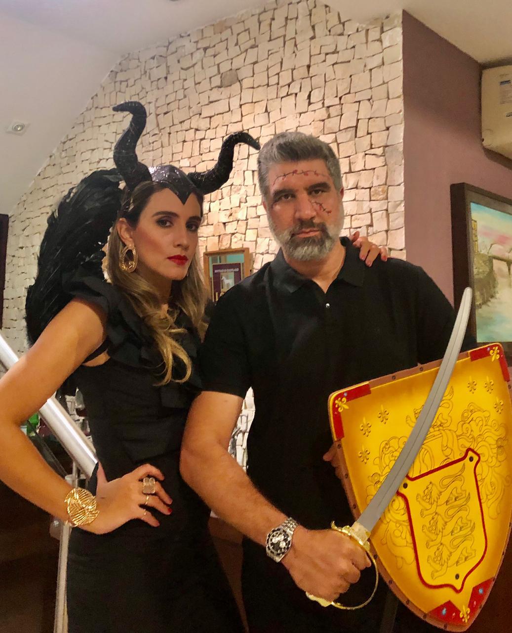 Em ritmo de Halloween 2020, o casal Larissa/Carlos Henrique Dantas