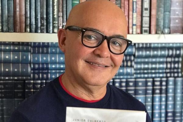 """Júnior D'Alberto escreveu e dirigiu """"Borderline"""" encenada na foto maior"""