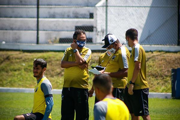 Francisco Diá esquece atletas lesionados e busca opções para montar uma equipe competitiva