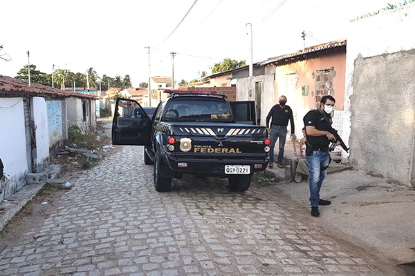 Agentes da PF em operação
