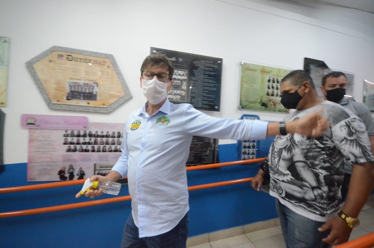 Candidato circulou na UNP da avenida Engenheiro Roberto Freire. Ele vota no Conacan, em Candelária