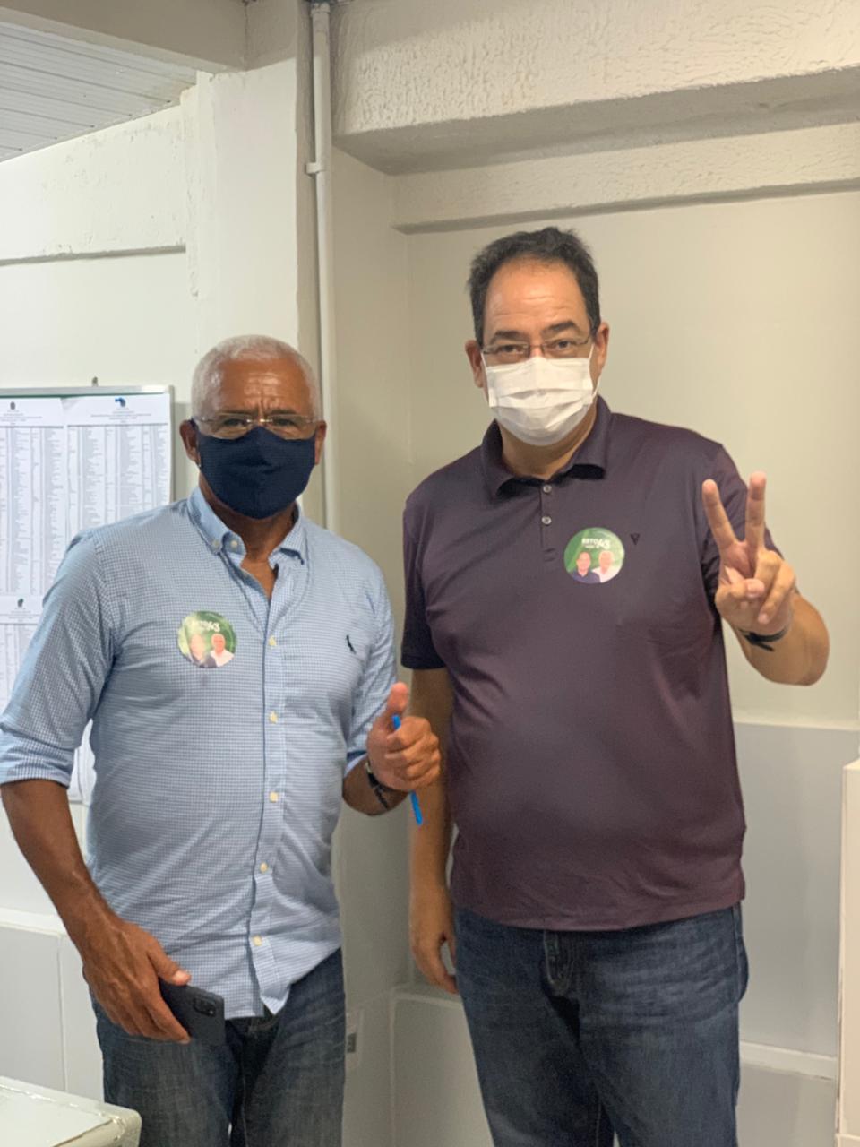 Professor Carlos Alberto e seu vice estiveram juntos na hora da votação