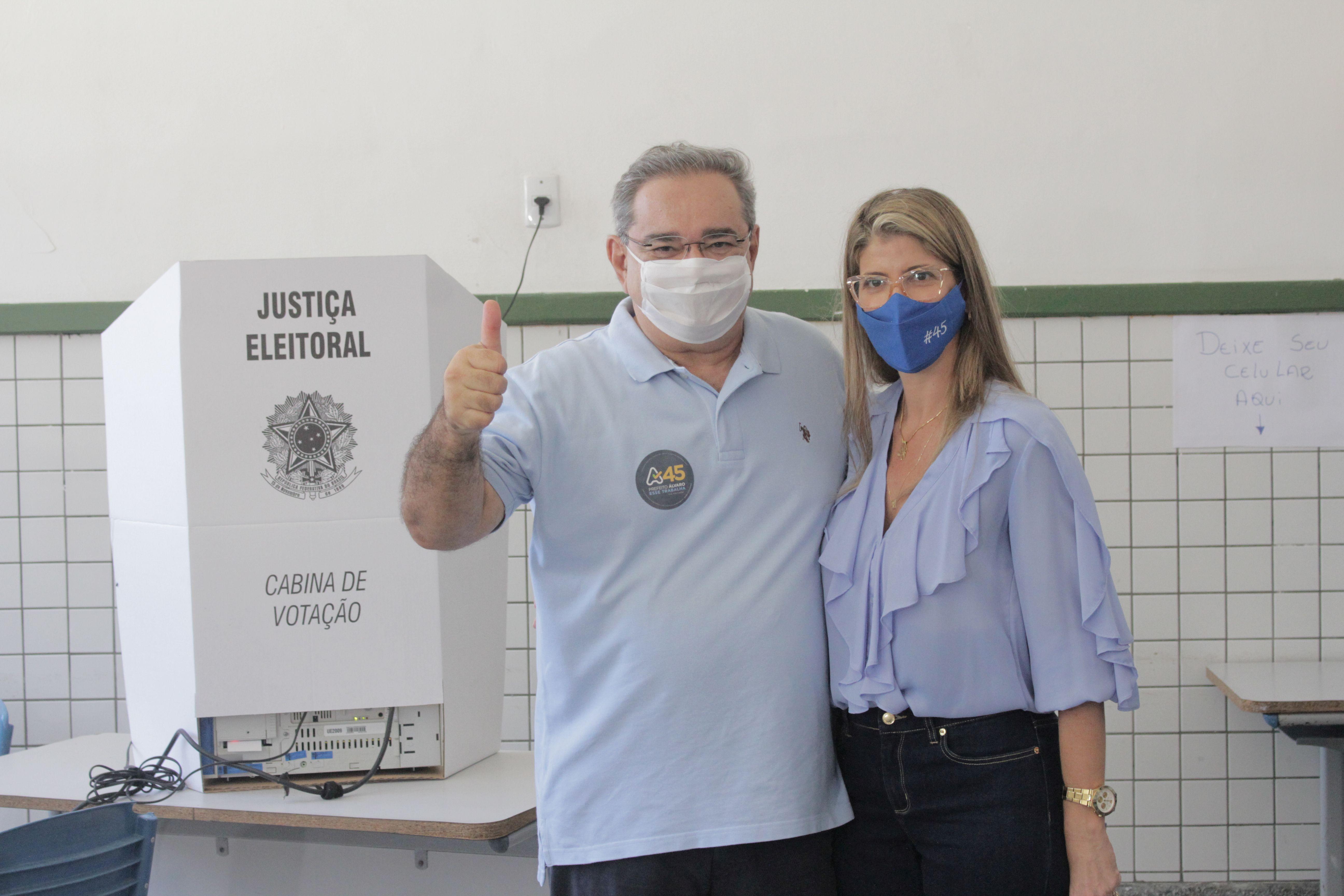 Álvaro Dias (PSDB) foi reeleito em 1º turno