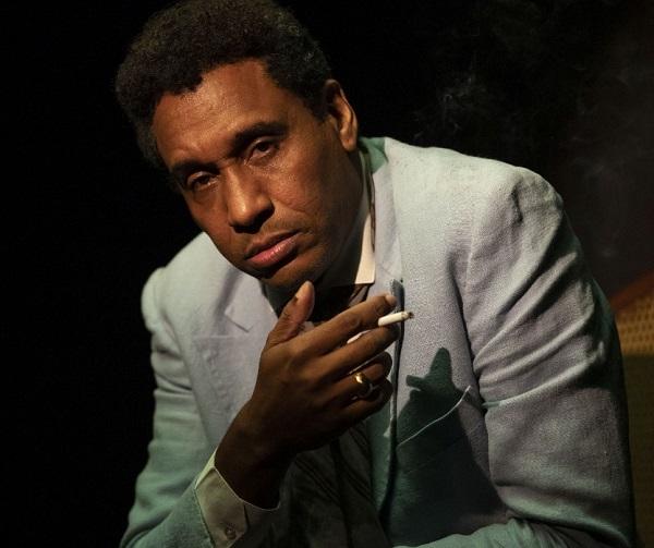 Angelo Flavio é  James Baldwin