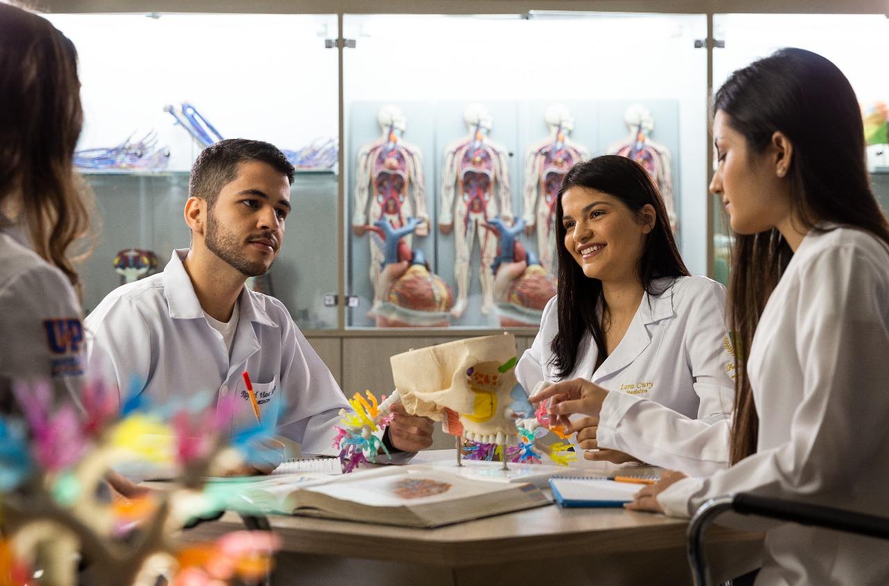 Pandemia da Covid19 coloca médicos no topo do ranking e atrai cada vez mais interessados na área. No RN, a UnP já tem vestibular aberto para futuros profissionais