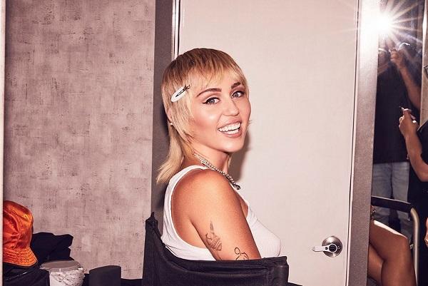 Miley Ray Cyrus, cantora