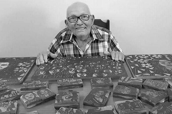 José Costa tem 93 anos e é um dos mais antigos poetas e xilógrafos vivos do país. Muito respeitado, ele tem 73 anos de atuação como poeta, xilógrafo, editor e vendedor de folheto de cordel