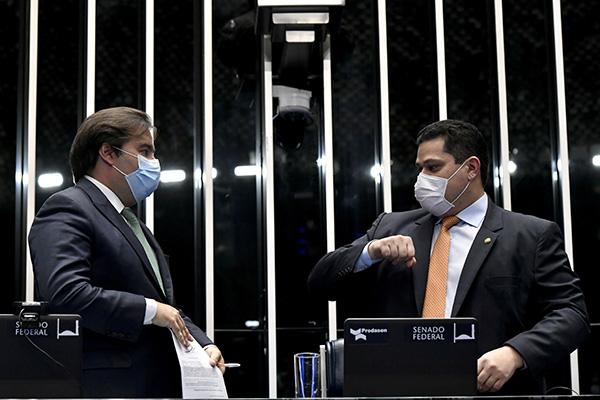 Para concorrer à reeleição, Rodrigo Maia e Davi Alcolumbre precisam que o STF não julgue uma recondução como inconstitucional