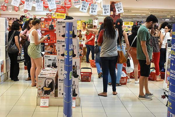 Setor de comércio registrou alta de 15,9%, segundo o IBGE