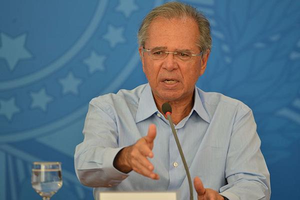 Paulo Guedes destacou que a queda na arrecadação foi bem menor do que a prevista inicialmente