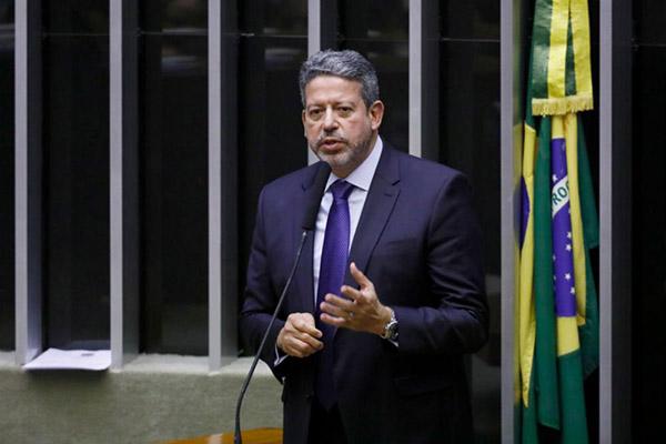 Arthur Lira é candidato a presidente da Câmara com apoio de Jair Bolsonaro