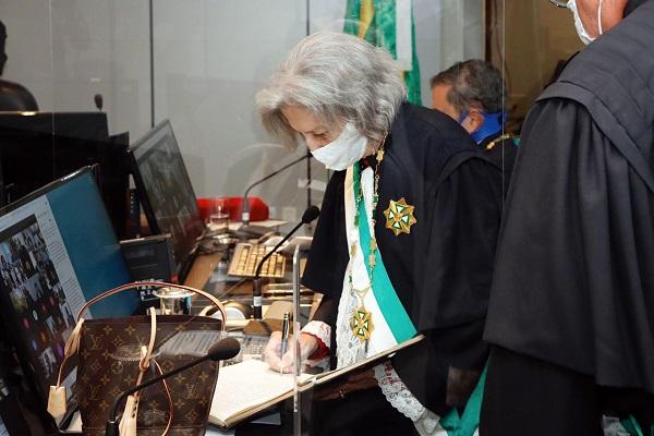 A desembargadora Maria do Perpétuo Wanderley de Castro foi empossada presidente do TRT