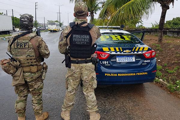 Agentes federais de segurança realizaram investigações na comunidade do Mosquito, em Natal
