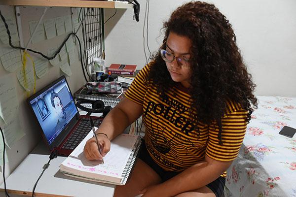 Ana Clara a é uma das 129.101 pessoas do RN inscritas para prestar o Enem 2020 neste domingo (17)