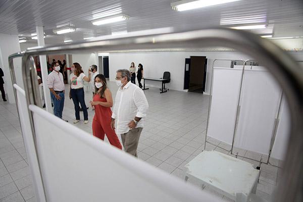 Na zona Sul da capital, nos ambientes externo e interno do Shopping Via Direta, Prefeitura montou ponto de imunização em massa