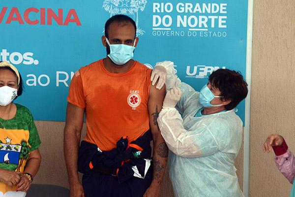 """Renato Oliveira37 anosTécnico de Enfermagem do Samu""""Eu não tive Covid-19, mas amigos e colegas já se contaminaram. Tenho filho e isso me preocupa bastante"""""""