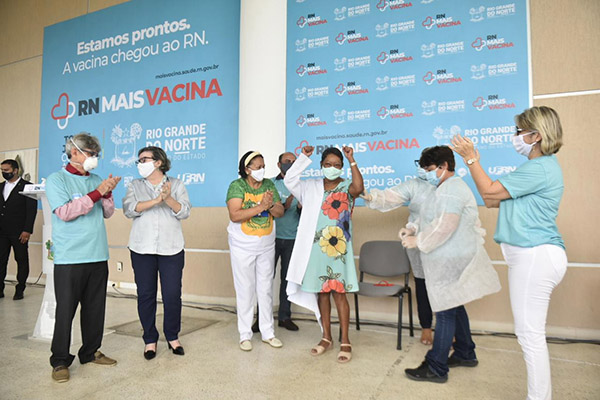 """Geny Souza de Santana67 anosMédica obstetraHospital Maternidade Divino Amor""""É uma sensação de alívio e de alegria. Estou muito emocionada"""""""