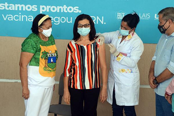"""Maria de Lourdes do Nascimento54 anosEnfermeiraHospital de Campanha de Ceará-Mirim""""Isso é só o início. Precisamos continuar cumprindo todos os protocolos para vencer de vez o coronavírus"""""""