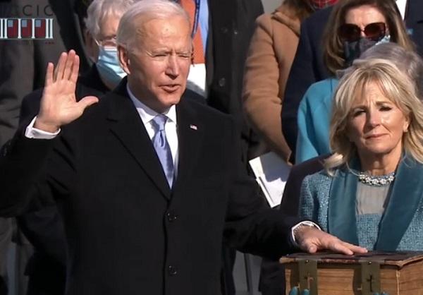 """Joe Biden elencou o combate ao terrorismo doméstico e """"ao supremacismo branco"""" como os principais desafios de sua gestão"""
