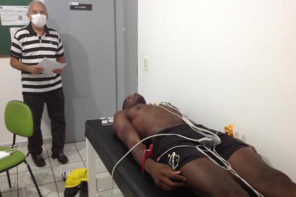 Médico Roberto Vital disse que não teve surpresas na primeira bateria de testes com os atletas