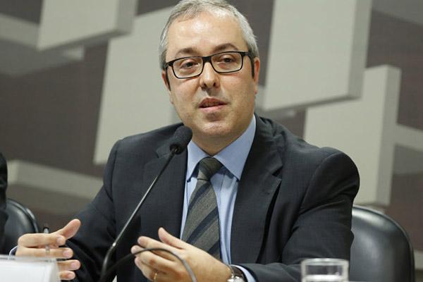 Carlos Viana alertou que atraso da imunização pode ter implicações mais dramáticas em países em situação fiscal delicada como o Brasil