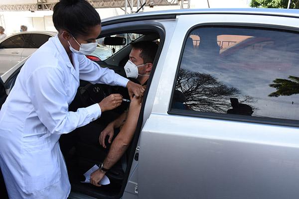 Com mais de 10 mil doses da coronavac aplicadas na primeira etapa de vacinação dos profissionais de saúde, SMS inicia novo ciclo